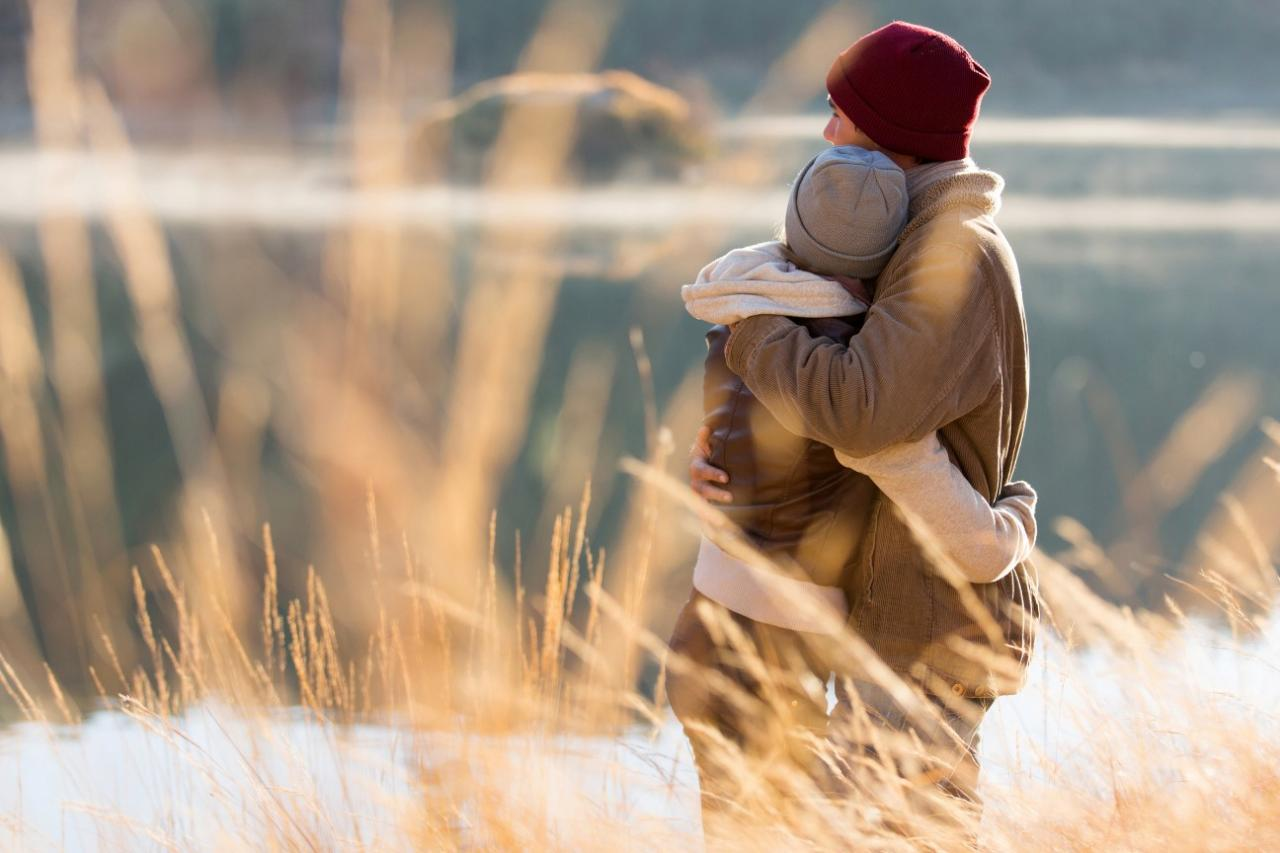 10 Types of Hugs a Woman Gives and What They Really Mean