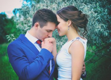 Dating a Philanderer? 10 MUST KNOW Signs You're Dating A WOMANIZER
