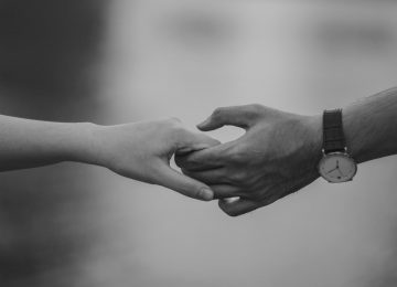 How to Get a Guy to Hold Your Hand without Making the First Move