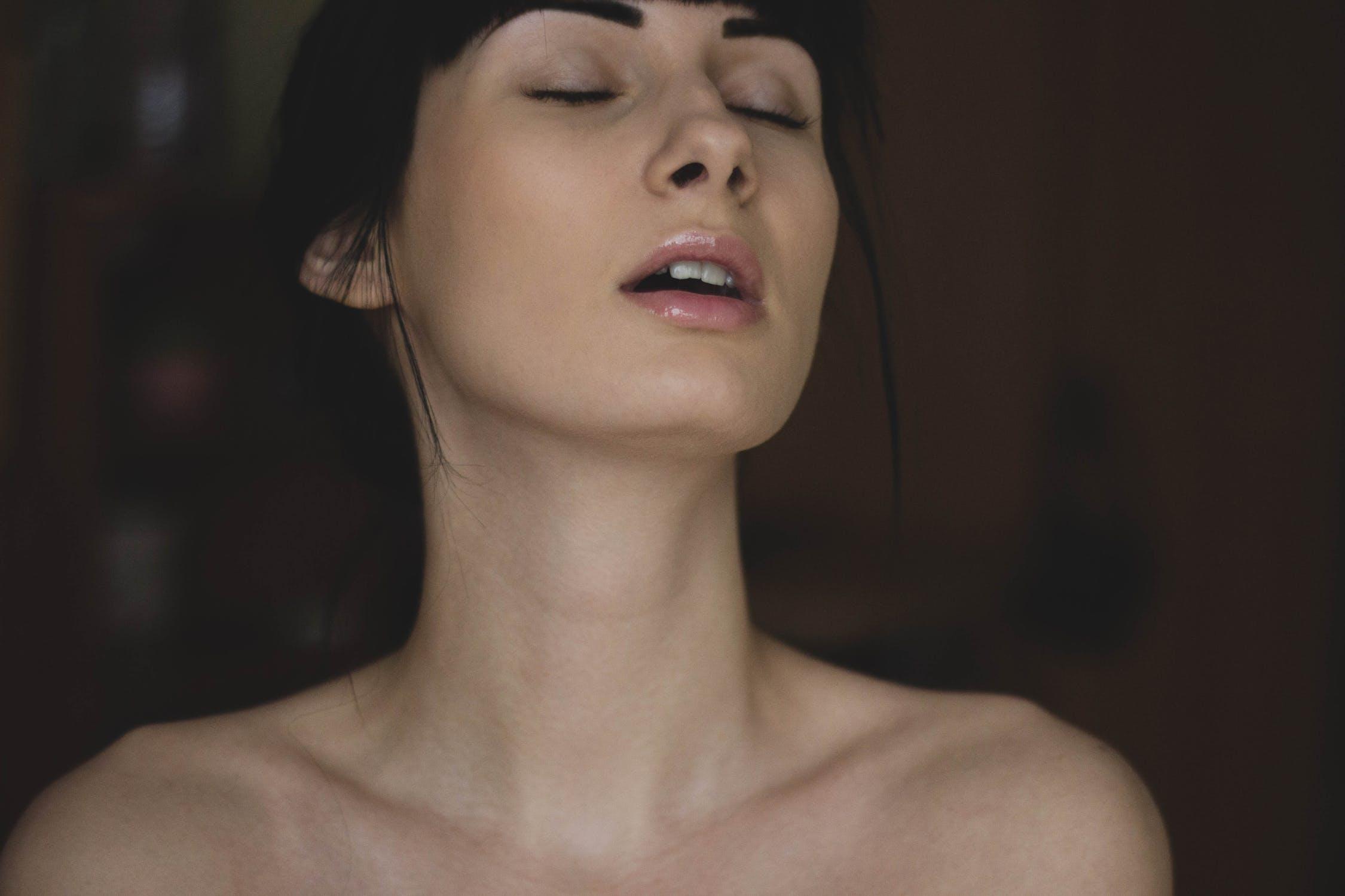How to Masturbate for Women – 16 Female Masturbation Tips