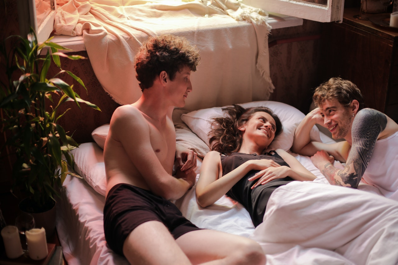 Throuple Relationship: 15 Best Tips To a Threesome Romance